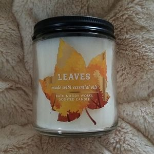 Bath &Body Works Leaves candle